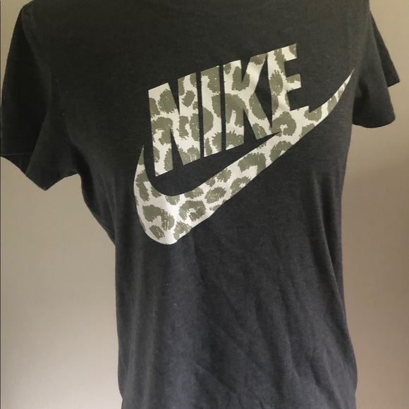 Nike Tops - Nike Short sleeve tee. Gray. Size M